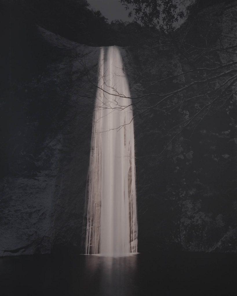 Naohiro Ninomiya_Taki11-Cascade-Waterfall-Noir-et-Blanc-Japonais-Photo